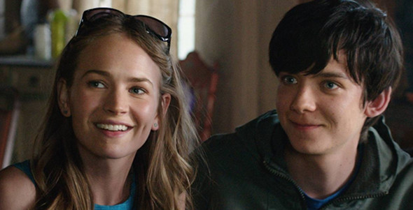 Asa Butterfield, Britt Robertson in The Space Between Us